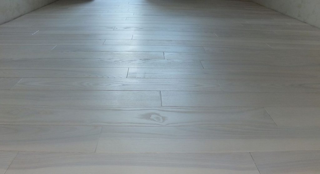 The wooden floor is stylish and environmentally friendly.