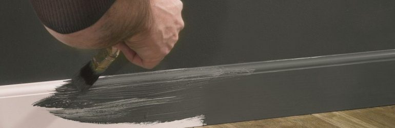 How to paint plinth with your own hands?