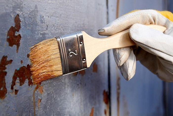 Removal of paint with metal solvent