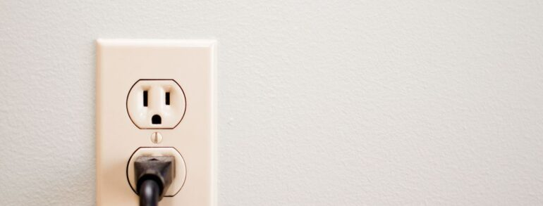 How to install a power outlet by yourself